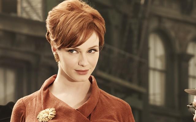 Christina Hendricks in una immagine promozionale della stagione 3 di Mad Men