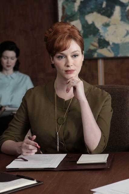 Christina Hendricks in una scena dell'episodio Out of Town di Mad Men