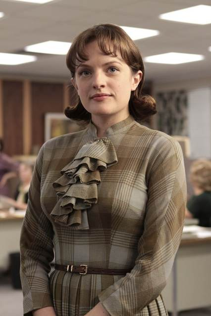 Elisabeth Moss in una scena dell'episodio Out of Town di Mad Men