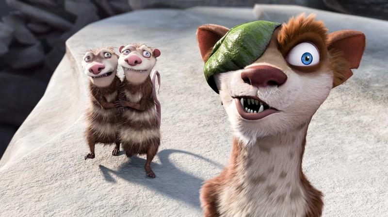 I fratelli Eddie e Crash e Buck in una scena del film 'L'era glaciale 3 - L'alba dei dinosauri'