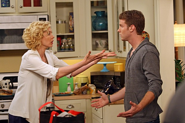 Jenna Elfman e Jon Foster in una scena della serie Accidentally on Purpose