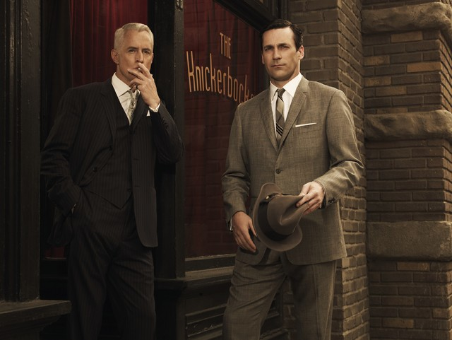 Jon Hamm e John Slattery in una immagine promozionale della stagione 3 di Mad Men
