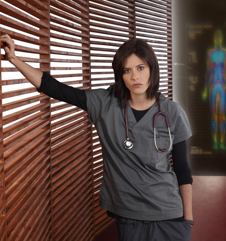Katherine Moennig è la dottoressa Miranda Foster nella serie Three Rivers