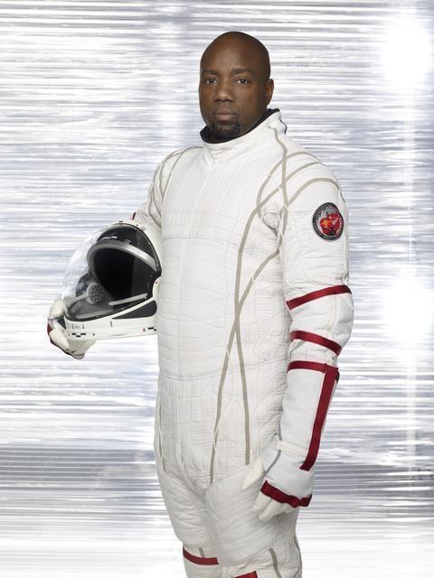 Malik Yoba in una immagine promozionale della serie Defying Gravity