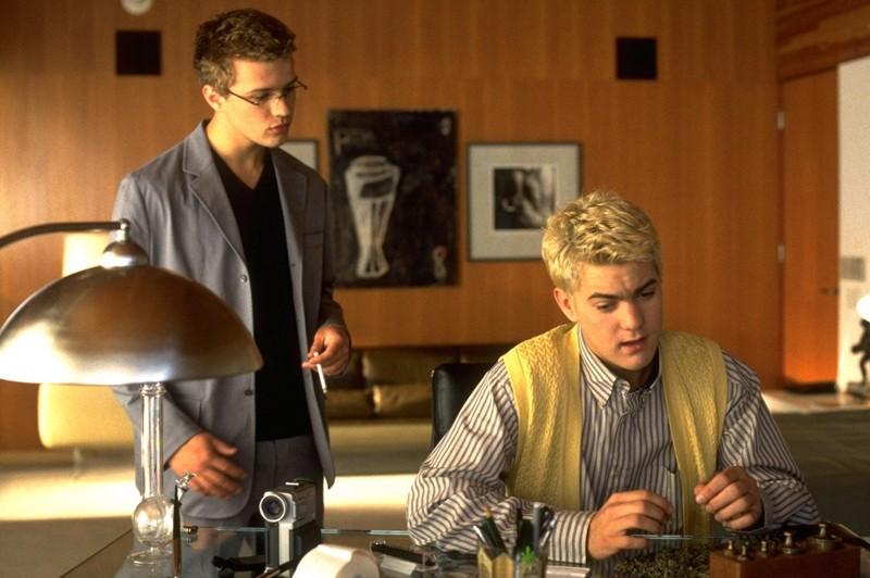 Ryan Phillippe e Joshua Jackson in una scena del film Cruel Intentions