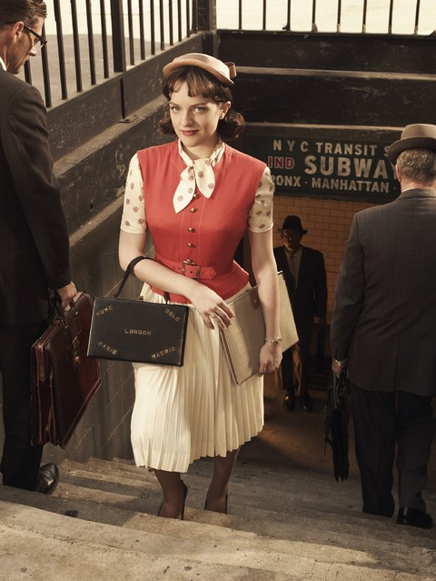 Una foto promozionale di Elisabeth Moss per la stagione 3 di Mad Men