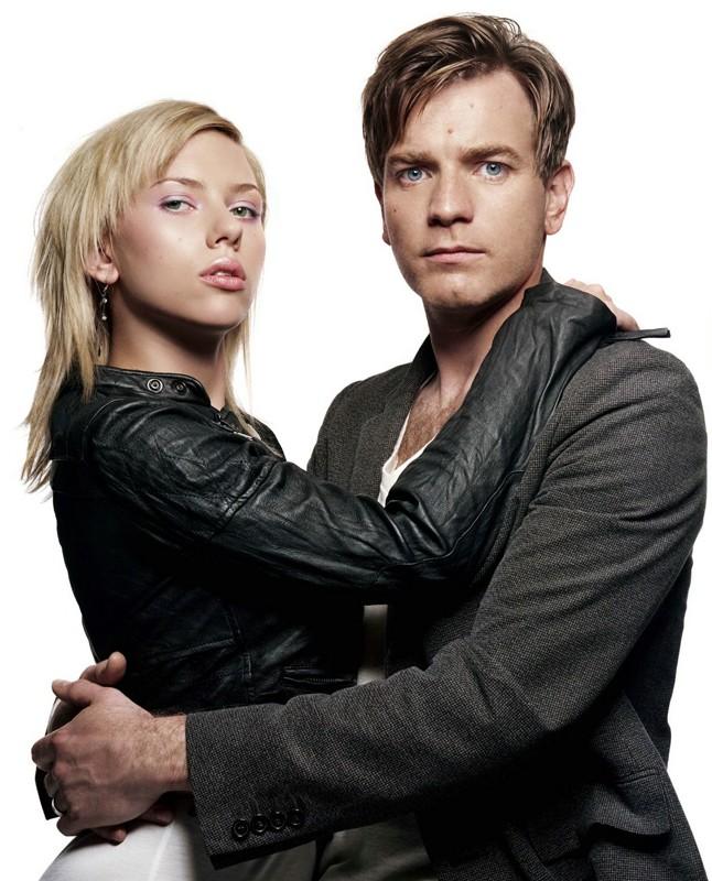 Ewan McGregor e Scarlett Johannsson in un'immagine promo del film The Island