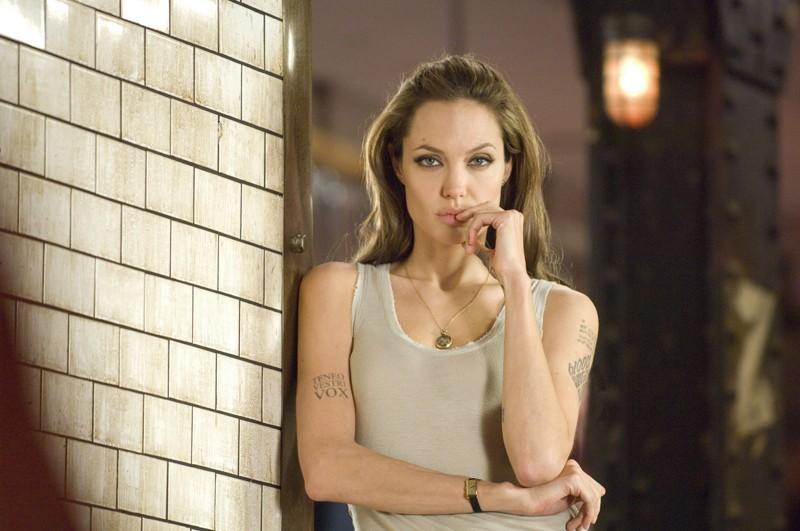 L'attrice Angelina Jolie in una scena del film 'Wanted'