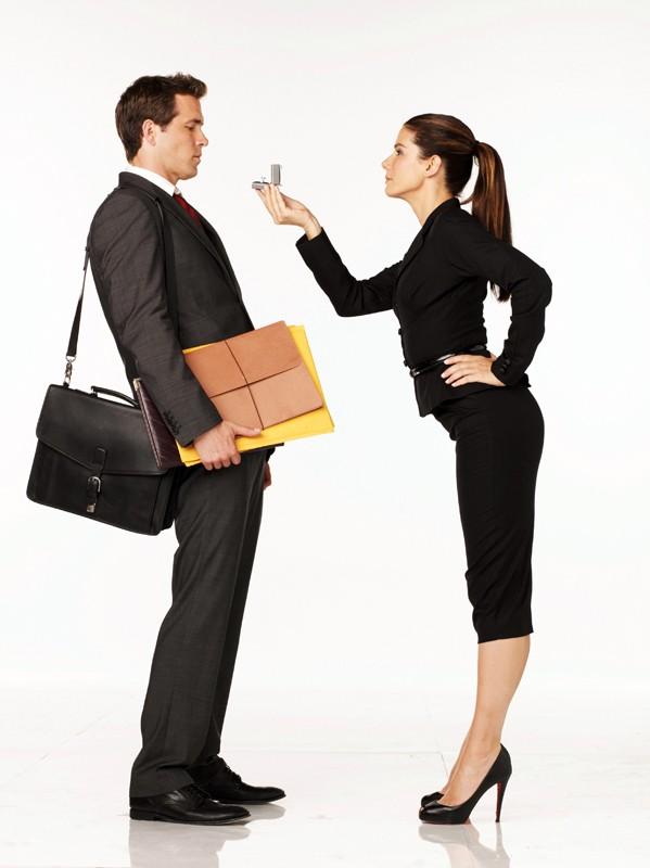 Ryan Reynolds e Sandra Bullock in una foto promo del fim The Proposal