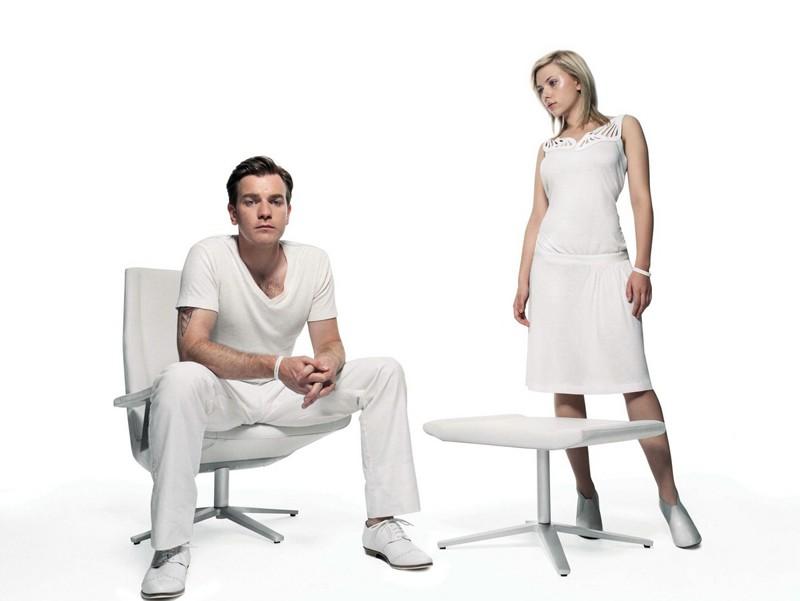 Scarlett Johannsson e Ewan McGregor in un'immagine promo del film The Island