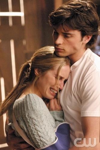 Tom Welling (Clark) e Sarah Carter (Alicia) in una scena dell'episodio Fuga a Las Vegas di Smallville