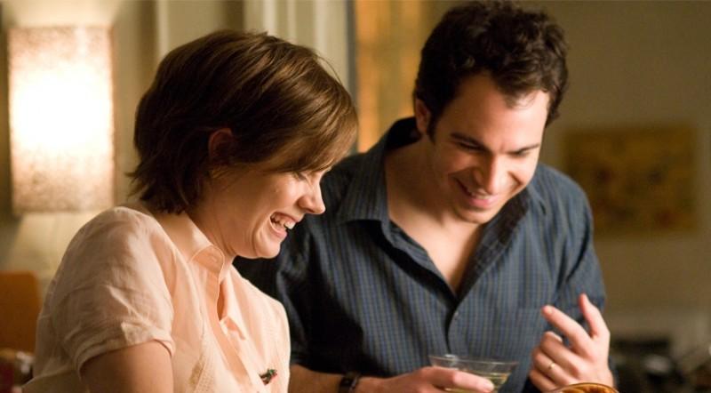 Amy Adams e Chris Messina in una scena del film Julie & Julia