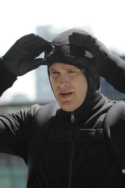 Cary Elwes in una scena dell'episodio Extradition: British Columbia della serie Psych