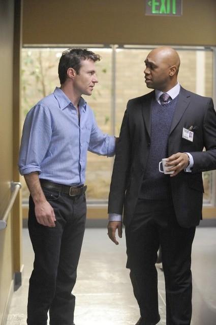 Chris Vance e Derek Webster in una scena dell'episodio Do Over di Mental