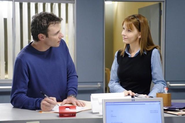 Chris Vance e Jacqueline McKenzie in una scena dell'episodio Life and Limb di Mental