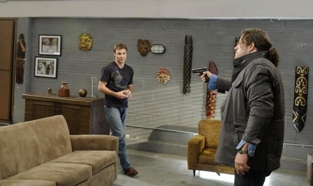 Chris Vance e Joseph D. Reitman nell'episodio Bad Moon Rising di Mental