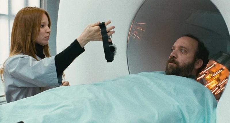 Lauren Ambrose e Paul Giamatti in una scena del film Cold Souls