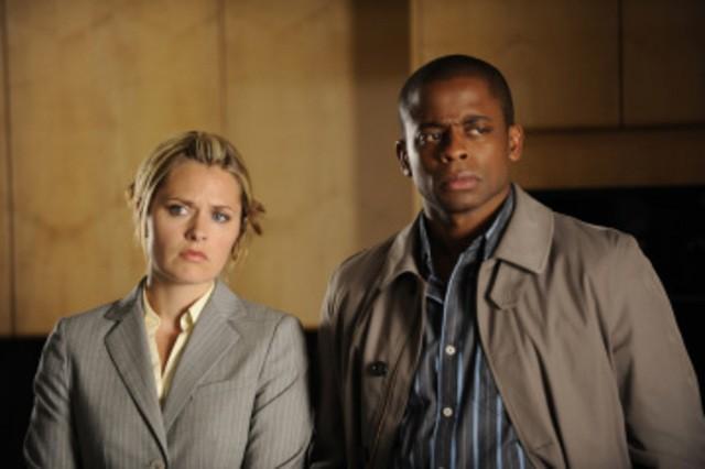 Maggie Lawson e Dule Hill in una scena dell'episodio Extradition: British Columbia della serie Psych