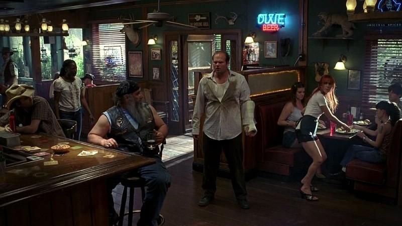 Rutina Wesley, Chris Bauer e Carrie Preston in una scena dell'episodio 'Release Me' della serie tv True Blood