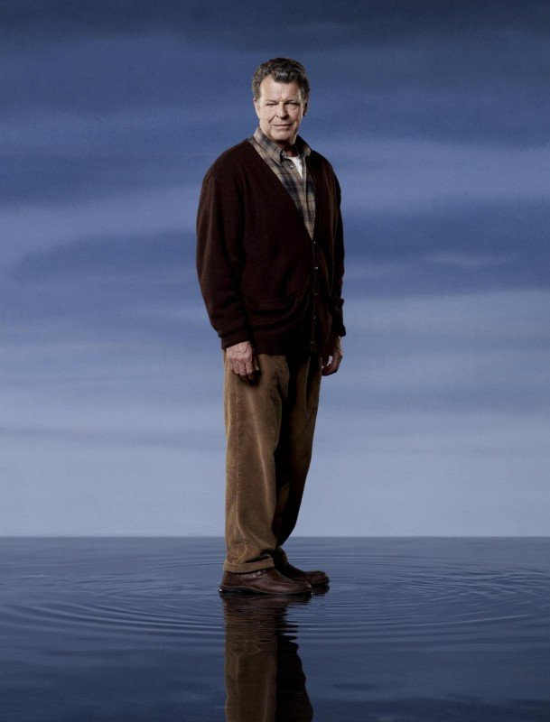 John Noble è Walter Bishop in una immagine promozionale della stagione 2 di Fringe