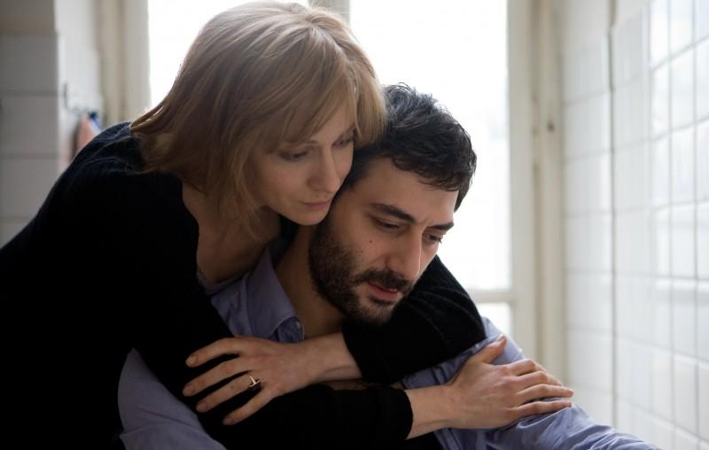 Kseniya Rappoport accanto a Filippo Timi in una scena del film La doppia ora