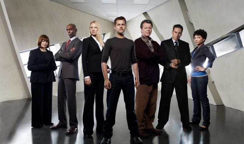 Una immagine promozionale del cast della stagione 2 di Fringe