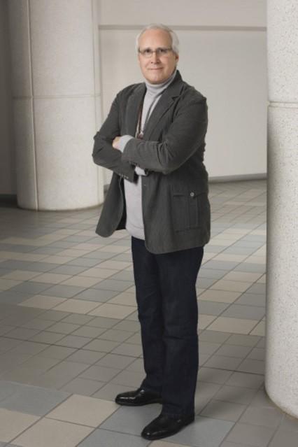 Chevy Chase in una foto promozionale della serie Community