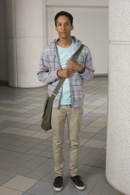 Danny Pudi in una foto promozionale della serie Community