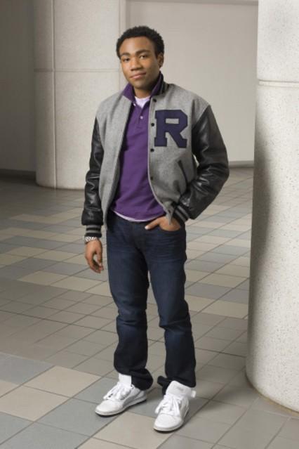Donald Glover in una foto promozionale della serie Community