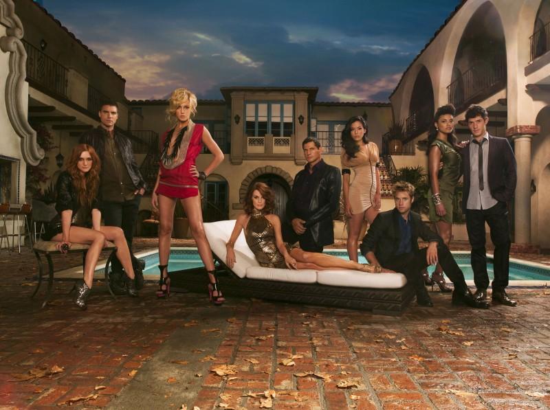 Il cast della nuova versione di Melrose Place in una foto promozionale