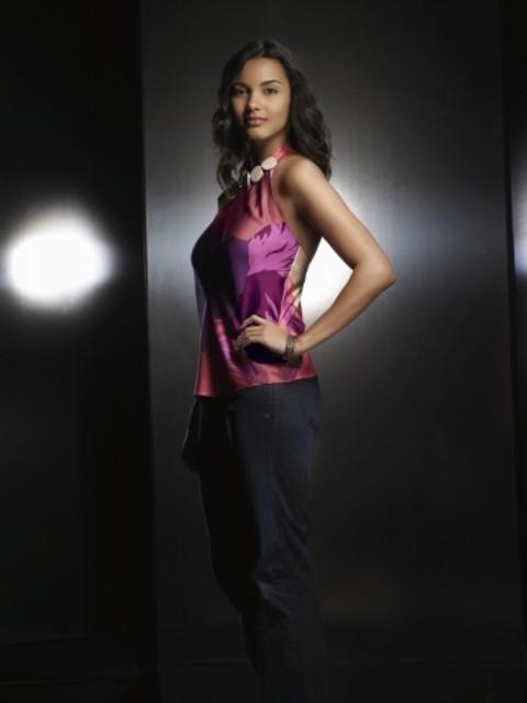 Jessica Lucas è Riley in una foto promozionale di Melrose Place