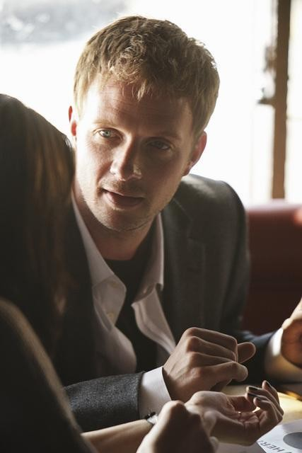Rupert Penry-Jones in una scena di The Forgotten