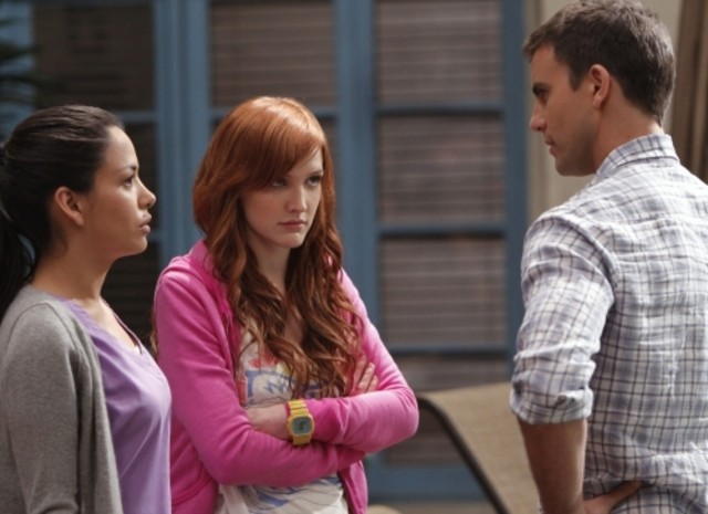 Stephanie Jacobsen, Ashlee Simpson-Wentz e Colin Egglesfield in una scena di Melrose Place