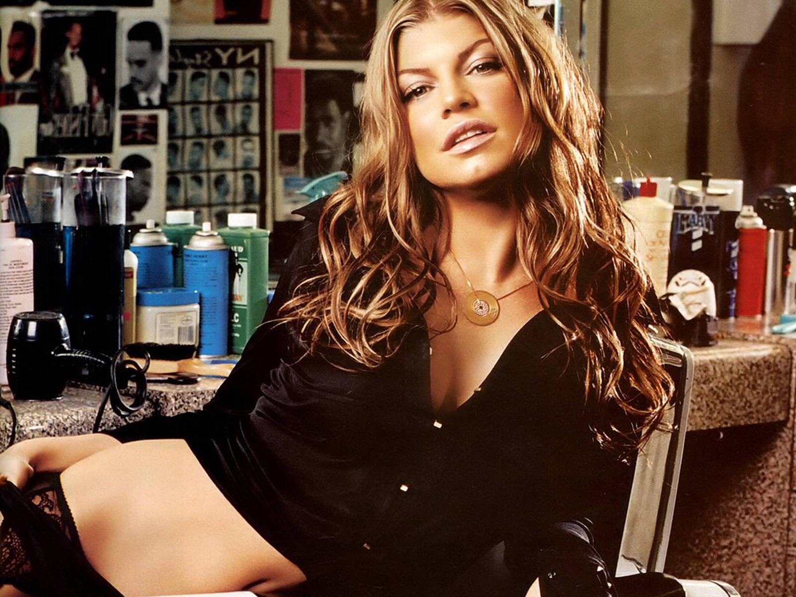 Un wallpaper della sexy Stacy Ferguson