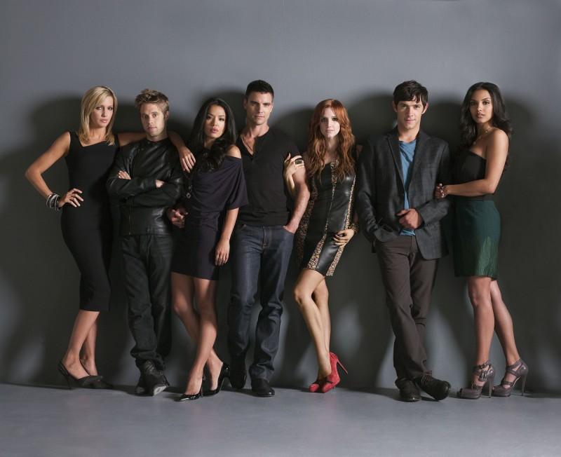 Una foto promozionale del cast del nuovo Melrose Place