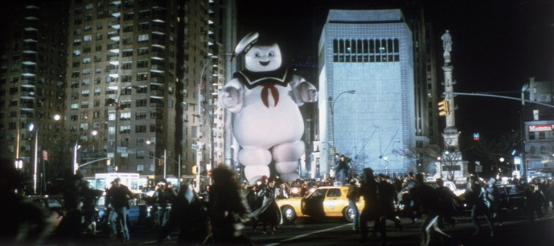 Ghostbusters - Acchiappafantasmi: il 'temibile' omino della pubblicità dei marshmallow passeggia per le strade di New York