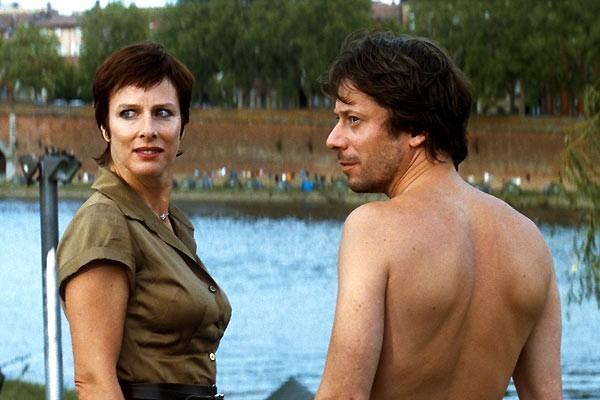 Mathieu Amalric e Karin Viard in una scena di Les derniers jours du monde