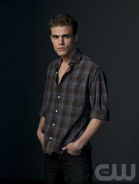 Paul Wesley è Stefan in una foto promozionale di The Vampire Diaries