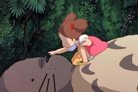 Una scena del film Il mio vicino Totoro diretto da Hayao Miyazaki