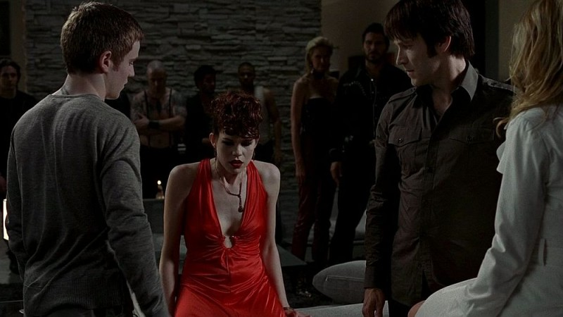 Allan Hyde, Mariana Klaveno e Stephen Moyer in una scena dell'episodio 'Timebomb' della serie True Blood