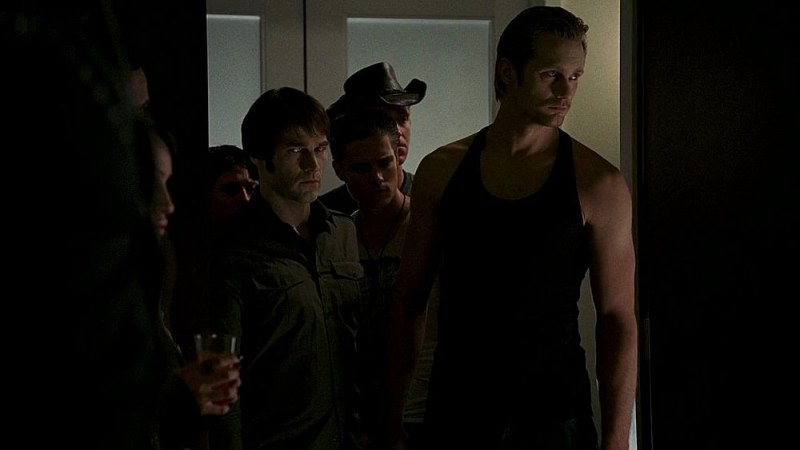 I vampiri Eric (Alexander Skarsgård) e Bill (Stephen Moyer) in un'immagine dell'episodio 'Timebomb' della serie True Blood