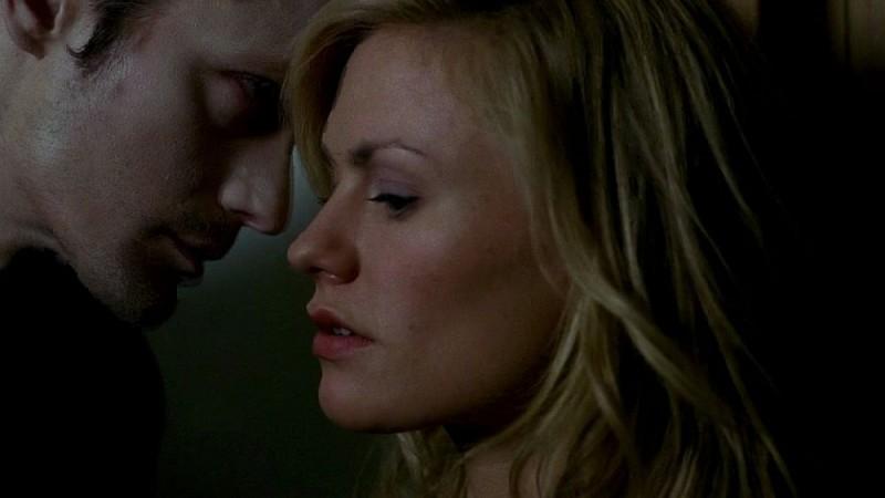 Il vampiro Eric (Alexander Skarsgård) e Sookie Stackhouse (Anna Paquin) in una scena dell'episodio 'Timebomb' della serie True Blood