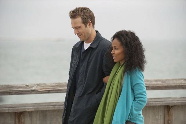 Jada Pinkett Smith e Michael Vartan in una scena dell'episodio Hello and Goodbye della serie Hawthorne
