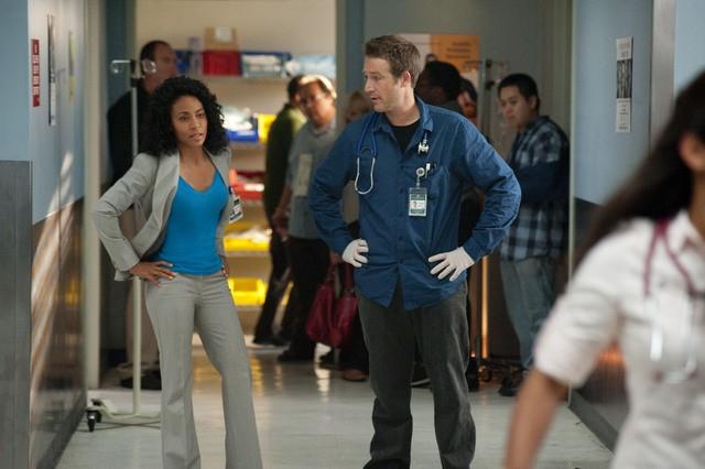 Jada Pinkett Smith e Michael Vartan in una scena dell'episodio Trust Me di Hawthorne