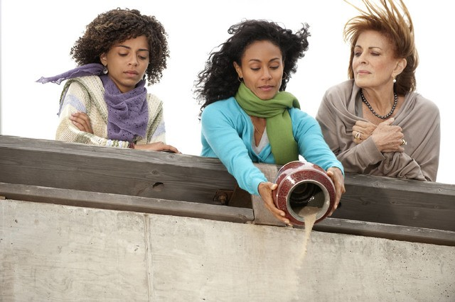 Joanna Cassidy, Jada Pinkett Smith e Hannah Hodson in una scena dell'episodio Hello and Goodbye della serie Hawthorne
