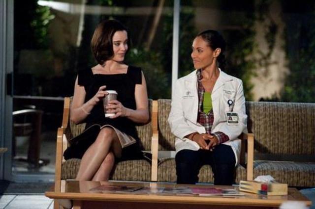 Marguerite Moreau e Jada Pinkett Smith in una scena dell'episodio Night Moves di Hawthorne