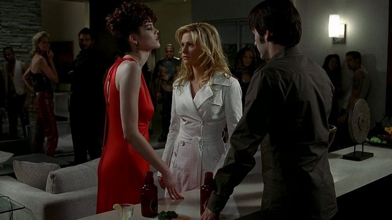 Mariana Klaveno, Anna Paquin e Stephen Moyer in una scena dell'episodio 'Timebomb' della serie True Blood
