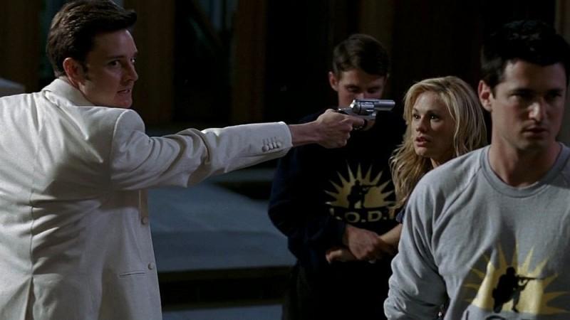 Michael McMillian, Anna Paquin e Wes Brown nei panni del reverendo Newlin in una scena dell'episodio 'Timebomb' della serie True Blood