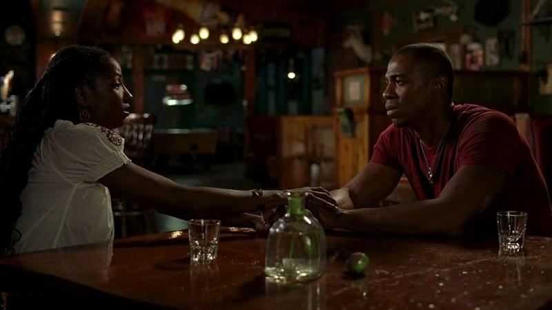 Rutina Wesley e Mehcad Brooks in una scena dell'episodio 'Timebomb' della serie True Blood