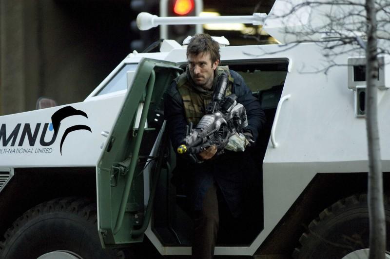 Sharlto Copley in un'immagine di District 9